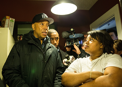 Russell Simmons (left) talks to Nakeyja Jade, a young mother who lives in Flint, about the water crisis. (Kory Woods/Michigan Chronicle/NNPA)